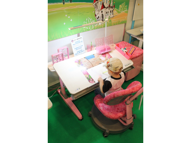 Мебельная выставка Москва: детский стол, стул