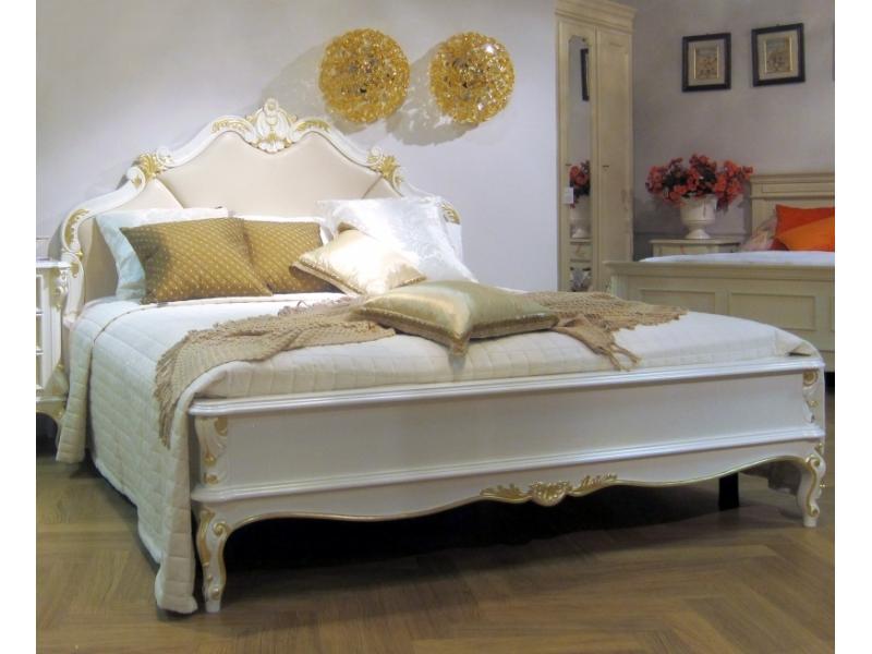 Кровать с кожаным изголовьем