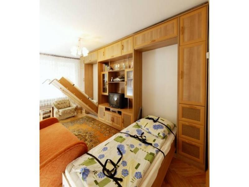 Стенка с двумя откидными кроватьями