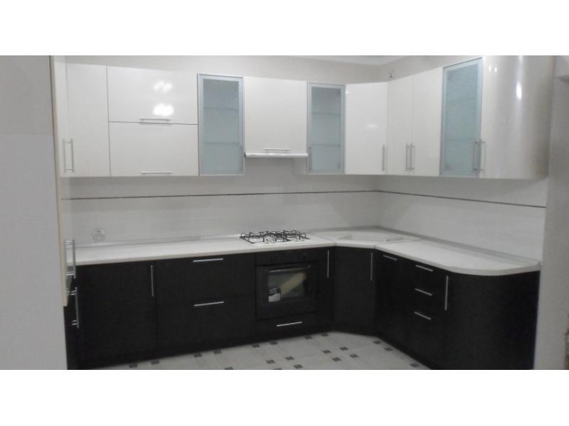 Угловые кухни в черно-белом цвете рисунки кухонные гарнитуры