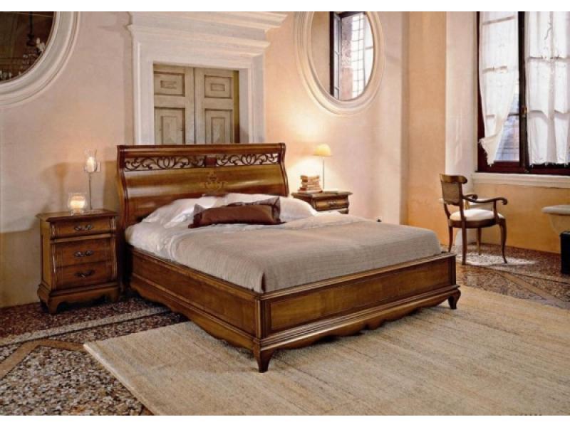 Кровать с интарсией