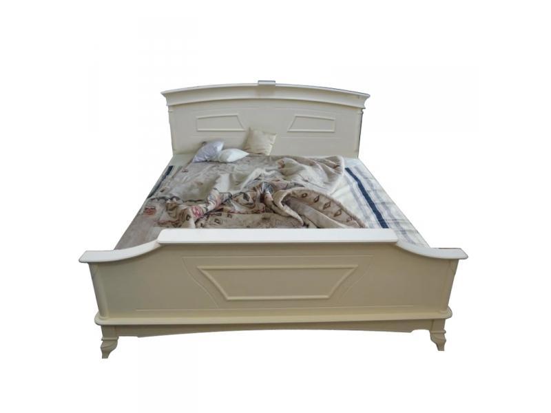 Кровать с высоким изножьем