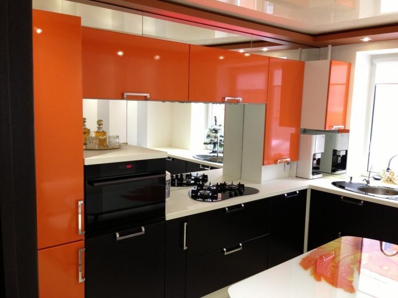 Кухня в черно оранжевом цвете