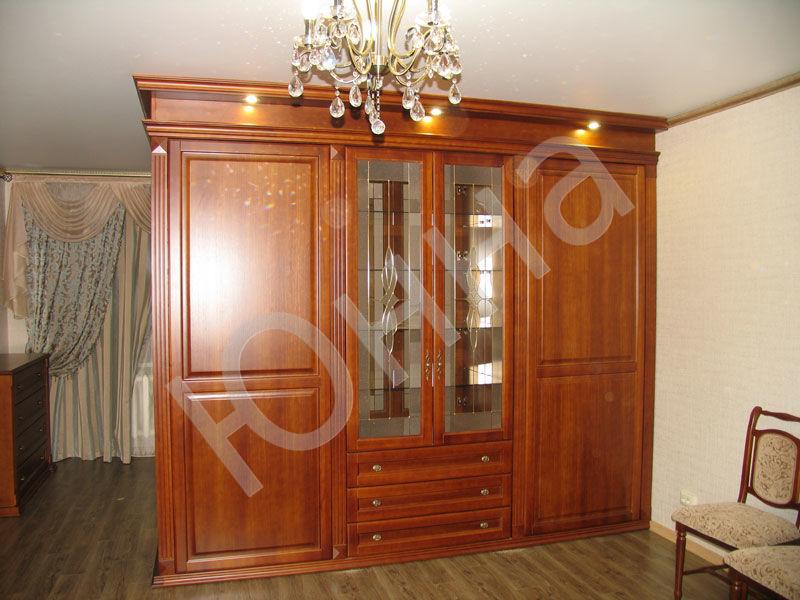 Большой классический шкаф в гостиную