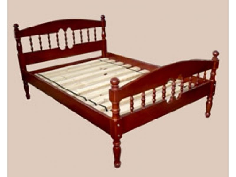 Кровать из массива сосны резная