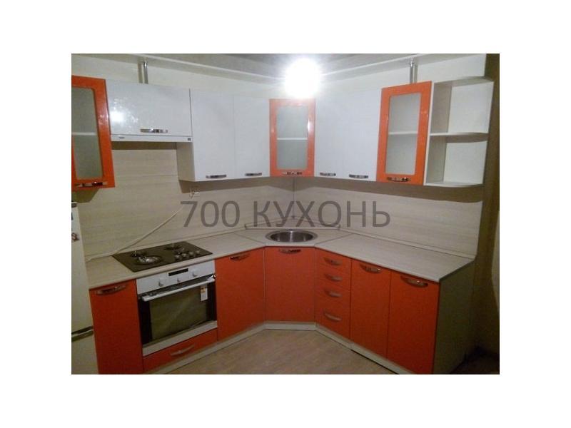 Высокая угловая кухня