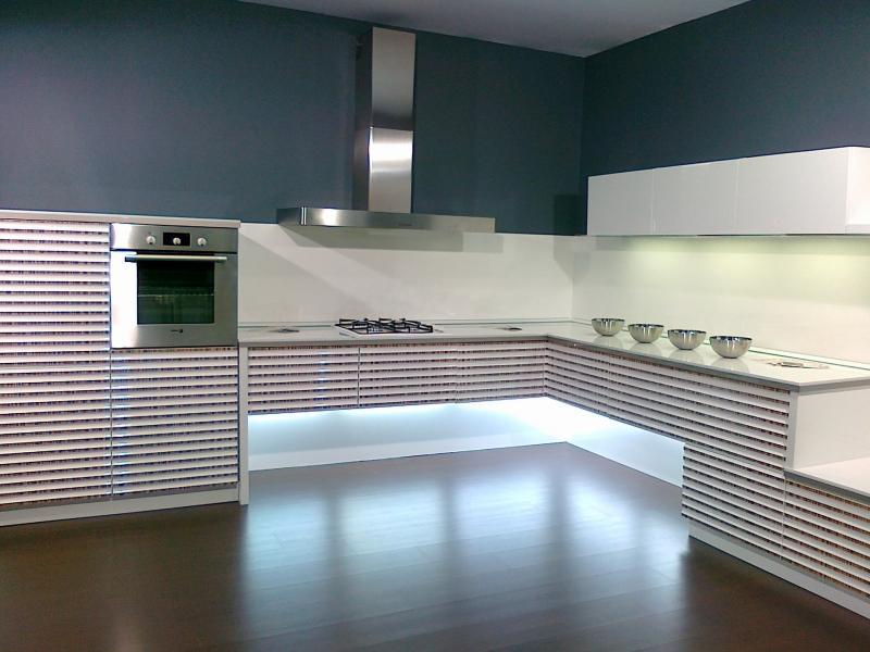 Кухонный гарнитур угловой Бергамо