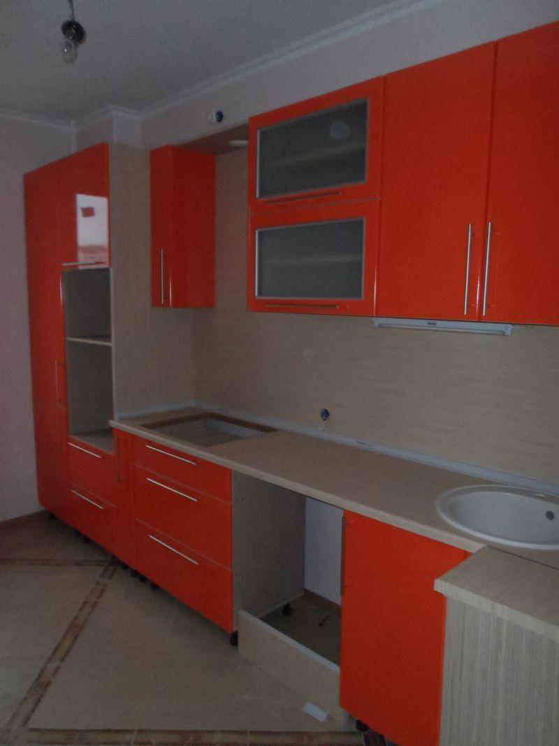Оранжевая прямая кухня
