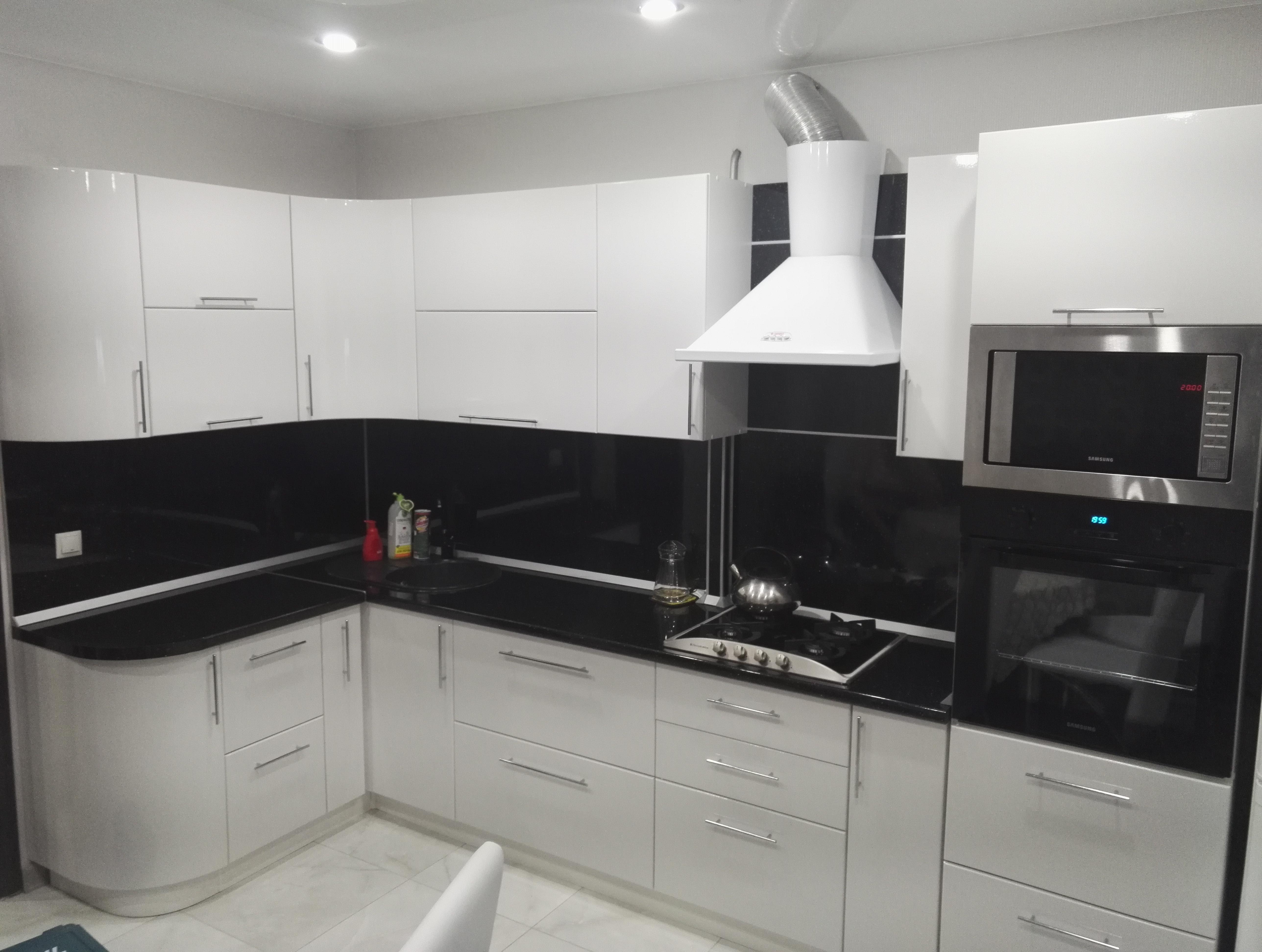 мебельная фабрика дэрия г ульяновск черно белая угловая кухня