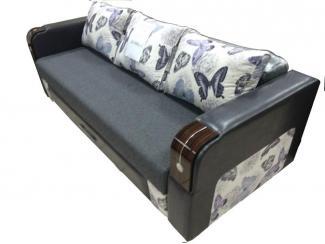 Классический диван с деревянными подлокотниками