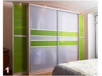 Шкаф-купе с зелеными вставками