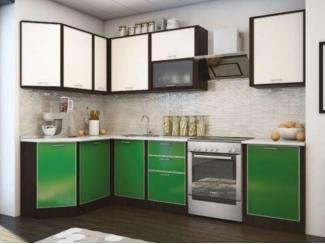 Угловая кухня в зеленом цвете