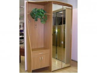 Вместительная мебель для прихожей