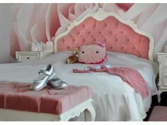 Кровать со стеганным изголовьем
