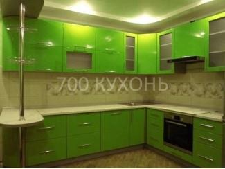 Угловая зеленая кухня с барной стойкой  - Мебельная фабрика «700 Кухонь»
