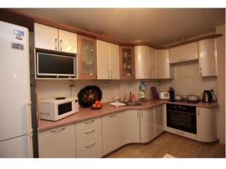 Светлая угловая кухня  - Салон мебели «Красивые кухни»