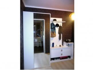 Белая прихожая со шкафом   - Мебельная фабрика «Три кита»