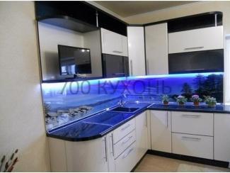 Угловая кухня с подсветкой  - Мебельная фабрика «700 Кухонь»
