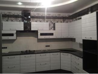 Белая кухня Лорис 1 фрезеровка Страйп