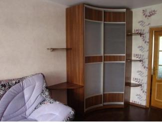 Встроенный угловой радиусный шкаф - Мебельная фабрика «ТРИ-е»