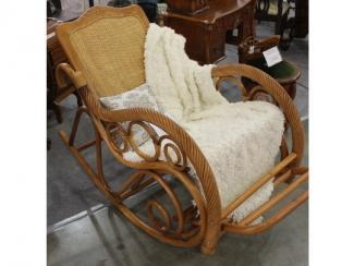 Мебельная выставка Москва: кресло-качалка - Импортёр мебели «МиК Мебель (Малайзия, Китай, Тайвань, Индонезия)»