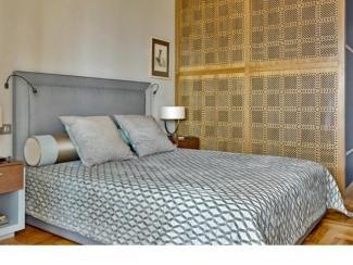 Большая кровать в спальню
