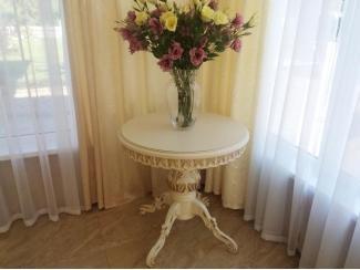 Стол на большой резной опоре и  резных лапах с резной юбкой (ЧПУ)