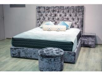 Кровать с высоким изголовьем Fioravante