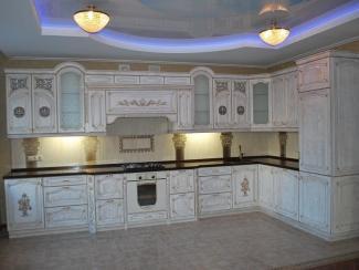Кухонный гарнитур Ясень цвет белый-патина золото