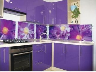 Фиолетовая угловая кухня с фотопечатью  - Мебельная фабрика «700 Кухонь»