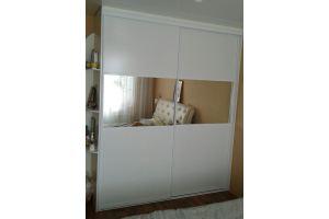 Шкаф-купе с зеркальной вставкой - Мебельная фабрика «БонусМебель»