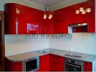 Угловая красная глянцевая кухня