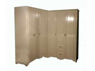 Угловой шкаф деревянный № 17 в спальню, цвет слоновая кость.