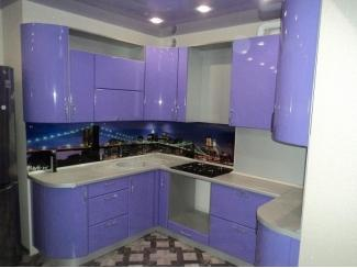Угловая фиолетовая кухня