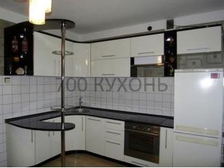 Белая кухня с барной стойкой  - Мебельная фабрика «700 Кухонь»