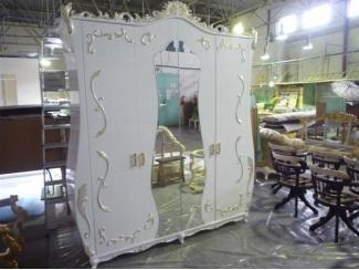 Белый распашной шкаф с зеркалом - Мебельная фабрика «Максик»