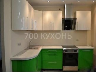 Зелено-белая угловая кухня  - Мебельная фабрика «700 Кухонь»