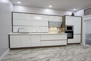 Белая большая кухня - Мебельная фабрика «Дельфин»