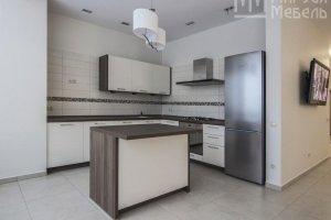 Белая кухня с островом - Мебельная фабрика «Маруся мебель»