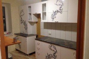 Белая кухня с рисунком - Мебельная фабрика «Мебель Шик»