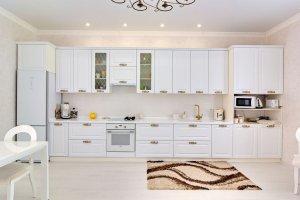 Белая прямая кухня Marshmallow в стиле неоклассика - Мебельная фабрика «Магия кухни»