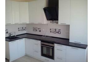 Бело-черная угловая кухня - Мебельная фабрика «Мебельная мастерская»