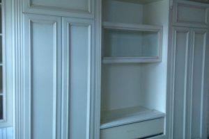 Белый шкаф из дерева в гостиную - Мебельная фабрика «Винтаж»