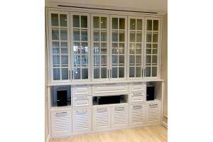 Белый шкаф в гостиную - Мебельная фабрика «ААА Классика»