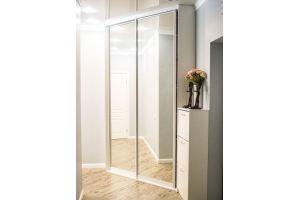 Белый угловой шкаф-купе с зеркалами - Мебельная фабрика «Магия кухни»