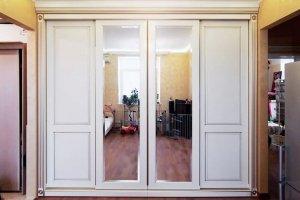 Белый встроенный шкаф-купе - Мебельная фабрика «Мебелина»