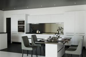 Большая белая кухня - Мебельная фабрика «VELDE»
