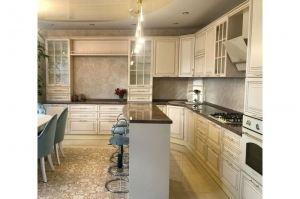 Большая классическая кухня с островом - Мебельная фабрика «Кухни-АСТ»