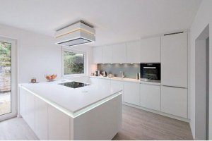 большая кухня белого цвета с островом - Мебельная фабрика «Арт-Тек мебель»