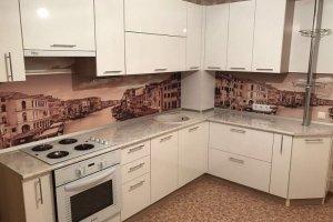 Большая светлая кухня - Мебельная фабрика «OtiS+»